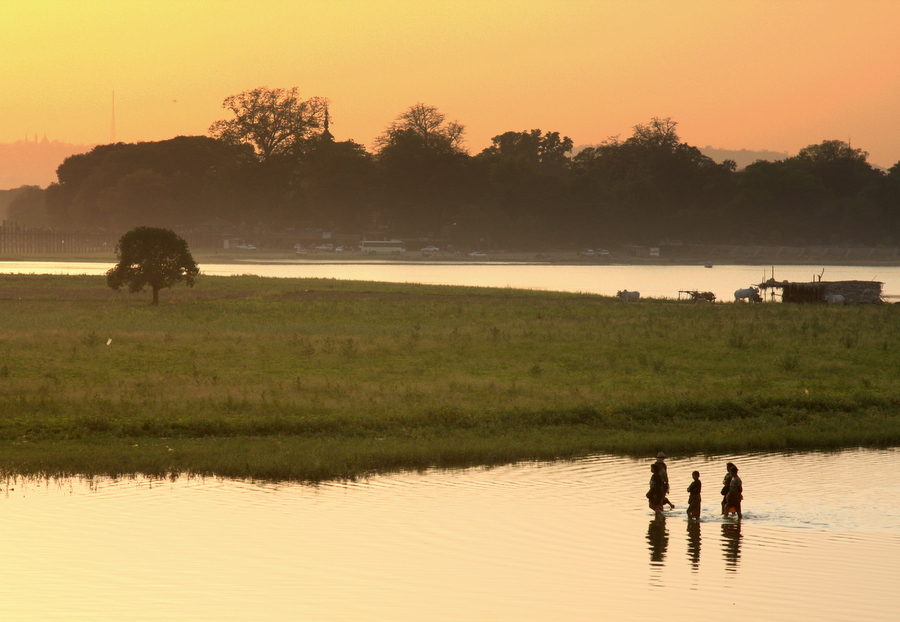 Myanmar: Walking Across the Lake