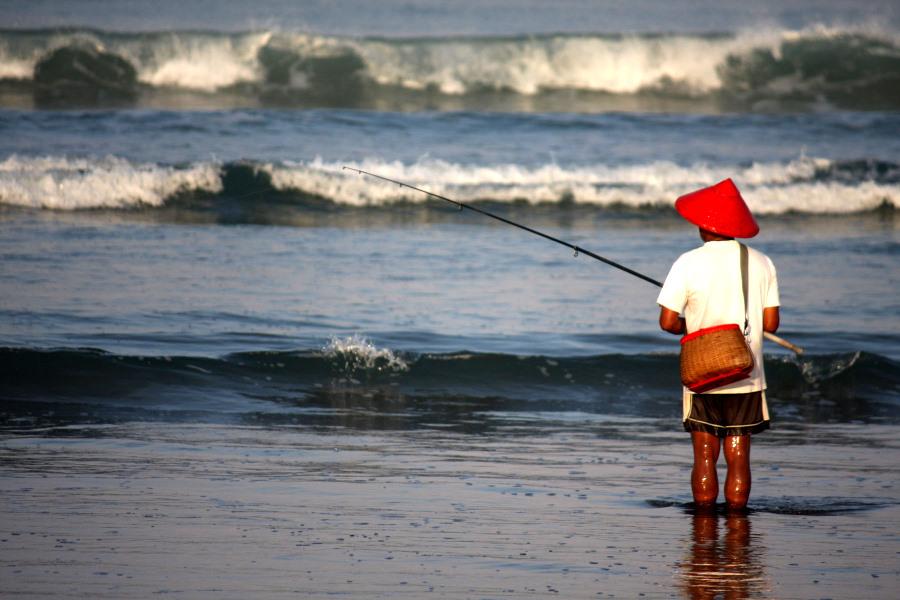 Bali: Fishing on Legian Beach
