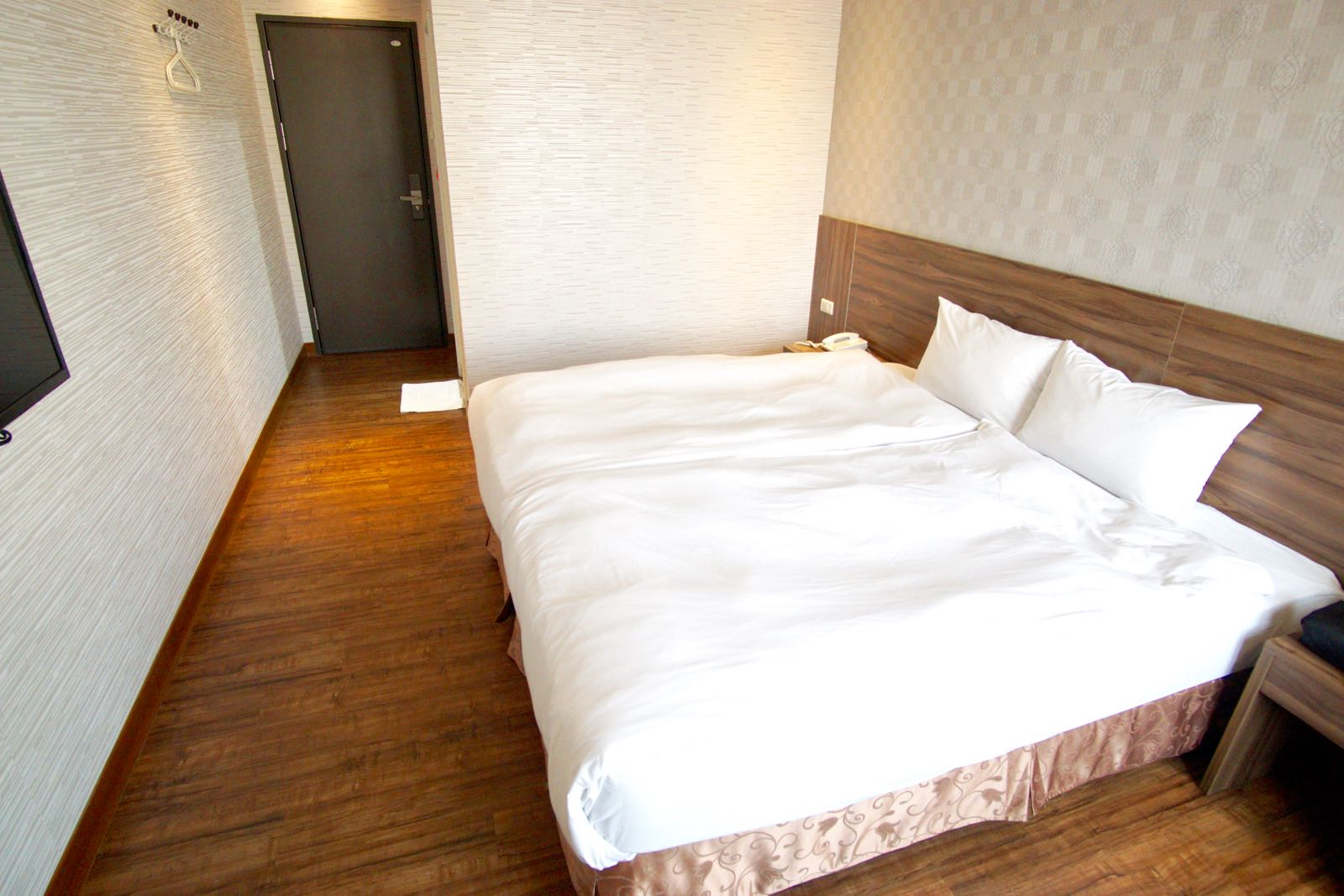 Big bed at Centre Hotel Kaohsiung