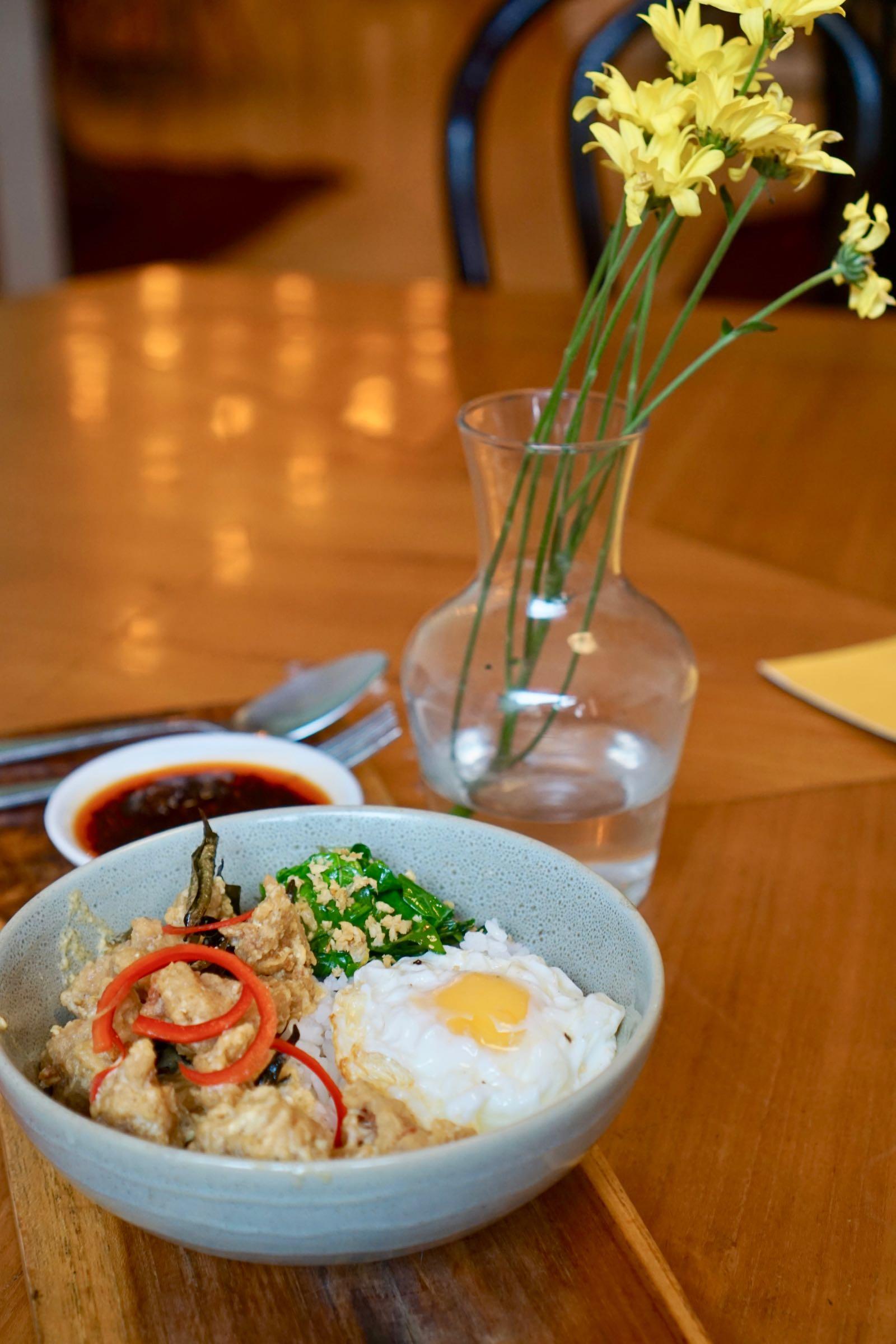Nasi Ayam Saus Telur Asin