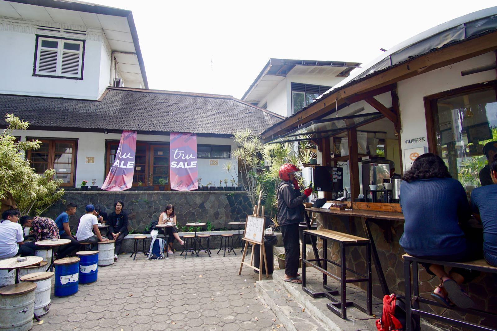 Dreezel Coffee Shop Bandung