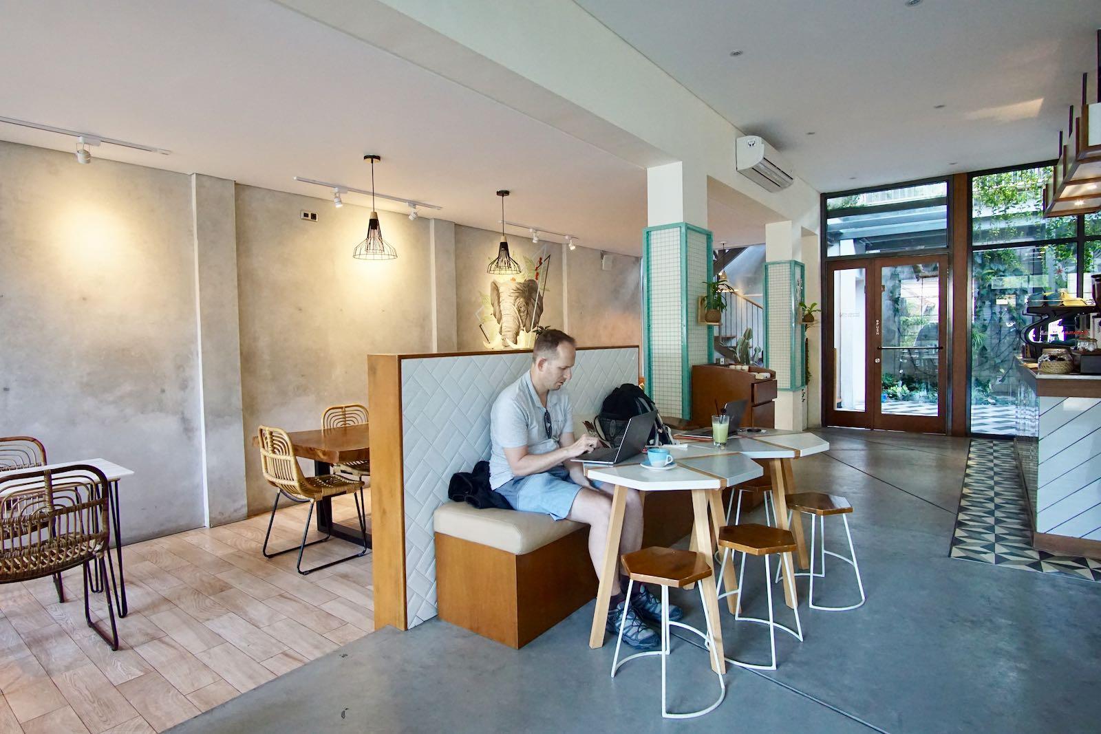 Interior Hi Brew Coffee Bandung
