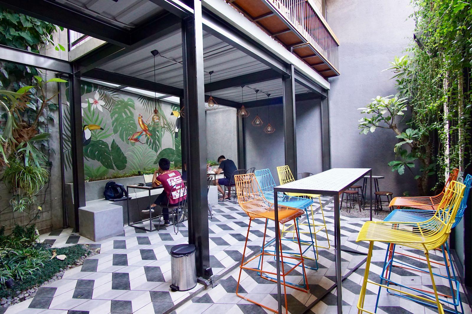 Outdoor Hi Brew Coffee Bandung