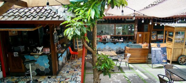 Semi Outdoor At Papatong Cafetaria